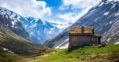 mountain-house-alone-snow-cloud