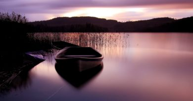 peaceful-lake-with-boats-wallpaper-29